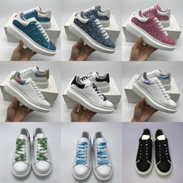 Zapatos casuales al aire libre online-McQueen hot sale young men and women casual shoes fashion flat increase bottom pair of shoes outdoor slide trainer running shoes boots