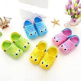 enfants sandales d'été garçons Promotion Summer Baby Shoes Enfants EVA Cartoon Chenilles Chenilles Sandales Respirant Chaussure De Jardin Bébé Garçon Fille Plage Porter Des Pantoufles
