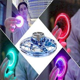 juguetes flexibles Rebajas LED dedo Gyro descompresión Tire Iluminación estrés Volver Vuelo Gyro flexible hijos adultos USB relevista Juguete de carga regalo HHA1011