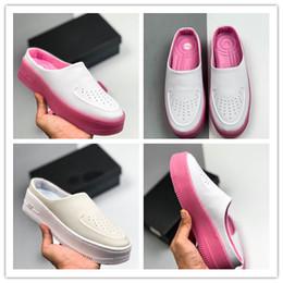 Pantofole bassi prezzi online-2019 Nuovo prezzo promozionale LOVE9! Half Slippers Shoes Women Low Style Classic Scarpe da tennis Sneakers Scarpe traspiranti