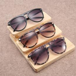 óculos de sol de grandes dimensões mulheres círculo preto 2019 grandes  óculos de sol redondos para as mulheres da moda dos homens duplo feixe de  condução ... 138b42163e