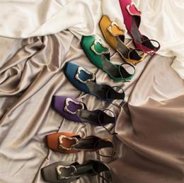 квадратные носки Скидка Горячие Продажи Женщин Шелковые Квадратные Пальто Ноги Обувь Обувь Мелкий рот Этап плоский каблук Рабочая Обувь Женщины Пром Свадебная Рождественская Обувь