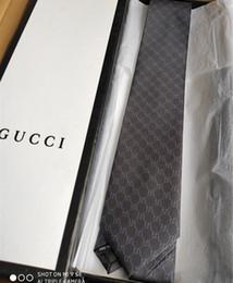 Caja de corbatas de diseñador online-Marca de alta calidad Corbata de diseño 100% corbata de seda con caja de empaque 7.5 cm corbatas clásicas edición de la marca de los hombres casual tieith estrecha nave rápida ade97a