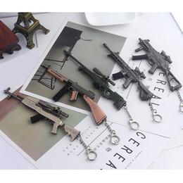 Anelli pistole online-PUGB Gioco regalo 16cm M416 98K SKS P2P pistola portachiavi Pan lega in lega di zinco portachiavi titolare