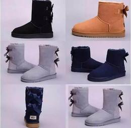 2019 Neve Mulheres De Couro De Inverno Austrália Clássico ajoelhar metade Botas Ankle boots Preto cinza castanha marinha azul vermelho sapatos de menina Das Mulheres cheap womens grey boots de Fornecedores de botas cinza para mulher