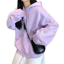 Lavendel hoodie online-Erdbeer Stickerei Lavendel Weißes Sweatshirt Frühling Herbst Frauen Kawaii Lose Lange Ärmel Tops Übergroße Hoodies