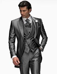2019 mejor corbata traje gris oscuro Tailcoat / Morning Style Groom Tuxedos Dark Grey Groomsmen Peak Lapel Mejor traje de hombre Boda / Hombres Trajes Novio (chaqueta + pantalones + chaleco + corbata) A516 rebajas mejor corbata traje gris oscuro