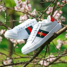 Pelle shose online-2019 Top Quality Luxury Designer Sneakers Bee Ricamo Piccolo Bianco Shose per uomo Donna Lace-up Lady Girl Scarpe in pelle Casual piatto Shose