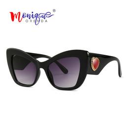 Gafas de sol rojas de gran tamaño online-Venta al por mayor Sexy Cat Eye Oversized Sunglasses Mujeres Charm Red Heart Vintage diseñador de la marca Gafas de sol para mujer Shades Oculos femenino