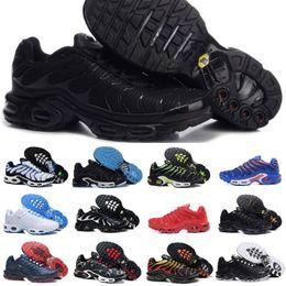 best sneakers cab8b 7ece6 Hot Sell 2019 Air Tn Scarpe sportive Uomini a buon mercato Tn Plus Scarpe da  corsa Nuovo design Tn Requin Maglia traspirante Nero bianche Scarpe da  basket ...