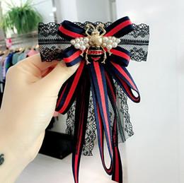 cordón hecho a mano de la camisa Rebajas Tela hecha a mano de encaje a rayas Bowknot perla simulada camisa pernos corbata de moño Bowknot accesorios joyería de moda