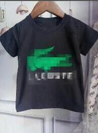 Baby boy t shirts cuello alto online-Camiseta de los niños nuevas letras de gama alta niños bebé niño niña camisa de cuello redondo guapo niños camisa de manga corta marea