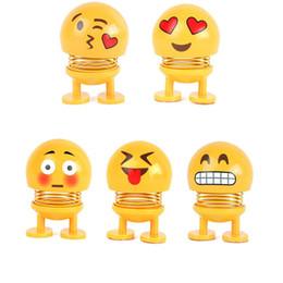 Canada Secouant la tête des jouets de voiture ornements Bobblehead Nod poupées mignonne bande dessinée drôle Emoji Wobble tête Robot belle voiture tableau de bord Decor Auto Offre