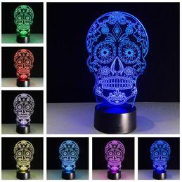 2019 lámparas de cabeza de cráneo Flower Dead Sugar Skull Head Lámpara Creativa Artística Visualización en 3D Lámpara LED Crossbones Holograma Luz Nocturna Decoración de Halloween Juguete RGB Giftsa rebajas lámparas de cabeza de cráneo