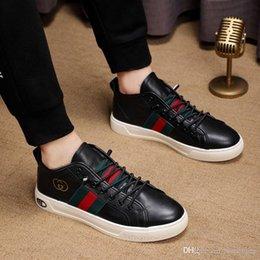 Argentina Zapatos de cuero de los hombres blancos de primavera y otoño de 2020 nuevos zapatos de moda salvaje transpirable calzado deportivo hombres blancos Suministro