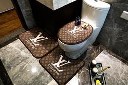 Туалет для ванной коврик онлайн-Марка коричневый письмо цветок коврик новый 3ps туалет ковер 2019 популярный логотип мода коврики для ванной Нескользящий коврик ковер туалет крышка ванная комната коврики