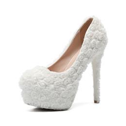Glamorous 2019 Acessórios Do Casamento Branco Sapatos de Plataforma de Casamento Slip-On Dedo Do Pé Redondo Floral de Salto Alto Sapatos de Casamento Nupcial Sapatos de Mulher Barato de