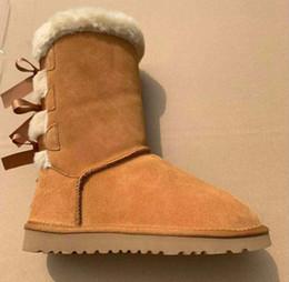 Zapatos del medio online-tamaño grande de 35 a 46 nuevas botas para la nieve de Australia de moda tubo de Medio mujeres de los zapatos calientes de algodón del Bowknot de perforación con raquetas de nieve cowskin zapatos de cuero reales