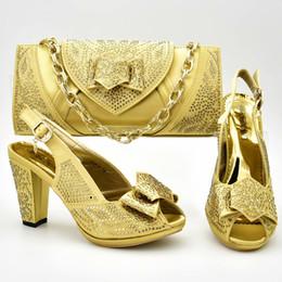 8fb8238b9 GOLD Cor Italiana Sapatos e Bolsas Para Combinar Sapatos com Saco Conjunto  de Sapatos Nigerianos e Saco de Correspondência Conjuntos de Saco de Sapato  De ...