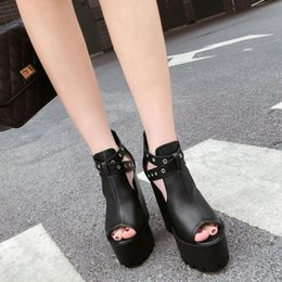 2019 sexy tacchi neri sexy Sandali gotici da donna Hollow Out Chunky Heel Platform Shoes Donna Sexy Rivetti Summer Black Leather Ladies Party Shoes YMA737