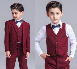 2019 İlkbahar / Yaz Yeni Erkek Küçük Takımlar 3 Parça / Ceket, Pantolon, Yelekler 3 parçalı Erkek Çocuk Elbiseler / Daha Fazla Stil Mağazası Seçimi (ceket + pantolon + yelek) nereden
