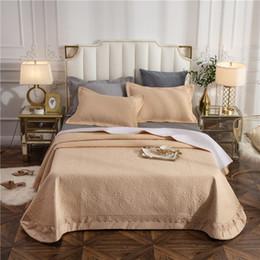 Copriletti in pizzo bianco online-Bianco rosa grigio 100% cotone di lusso trapuntato trapuntato pizzo copriletto lenzuolo coperta di lino trapunta estiva federe 3 pezzi