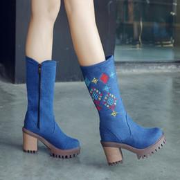 2019 сапоги с круглым носком US4-11 женщин круглый носок джинсы вышивка середины икры сапоги оксфорды блок коренастый каблук Обувь боковая молния плюс размер 3цвета A1230 дешево сапоги с круглым носком