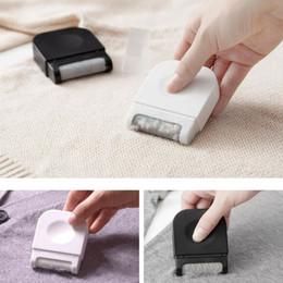 Removedor de peles on-line-Ferramentas de Limpeza de lavanderia Mini Lint Removedor de Aparador de Bola de Cabelo Máquina de Corte Da Pelota Manual Depilador Roupas Camisola Shaver CCA11631 100 pcs