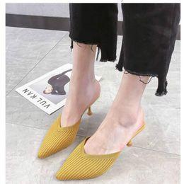Sandalias zapatillas stiletto online-Borgoña neta perezosos Baotou zapatillas mitad de las mujeres usan el verano 2019 nueva aguja de punto señaló las sandalias de tacón alto atractivo de otoño