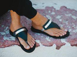 2020 novidade flip-flops Aberto Toe Verão Fora Mulheres Chinelos Cross-amarrado Sólida Praia Flip Flops Novidade Elegante Sapatos Macios desconto novidade flip-flops