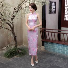 Костюмы чонсама онлайн-Китайский национальный долгосрочный Cheongsam Плам Плюс Размер атласная Vintage Костюм Холтер платье Светская Элегантные женские платья Qipao