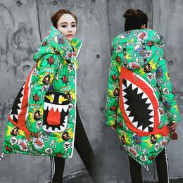 Argentina Parkas tamaño de las mujeres de dibujos animados pintada de algodón acolchada chaqueta larga de las mujeres capa encapuchada del estilo de la calle irregular de la manera de la capa 3 colores M-2XL Suministro