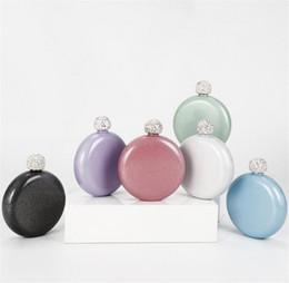 Novas 6styles portátil jarro mini-jarro tampa de perfuração de água em aço inoxidável 304 redonda com piscar de laca para senhoras garrafa de vinho 101-200ML de Fornecedores de pintura preta mate