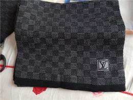 lana pura per la lavorazione a maglia Sconti 2019 nuovi uomini di marca inverno maglia cappello in due pezzi tuta pura lana vergine moda uomo morbido cappello caldo con scatola