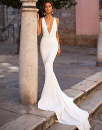 vestidos de novia estilo trompeta vintage Rebajas 2020 Sexy profundo sin mangas Spandex vestido de novia de la manera caliente de la sirena cuello en V vestidos de novia de la playa del tren de boda elegante de Boho vestidos de novia