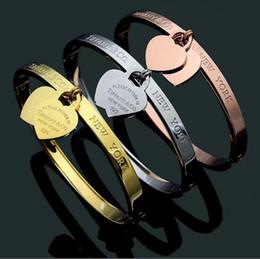 Braccialetto di prezzi 18k online-braccialetto di lusso dell'oro dei braccialetti dell'oro di titanio del progettista di lusso dell'oro per il prezzo all'ingrosso delle donne del braccialetto del doppio cuore dei monili della donna