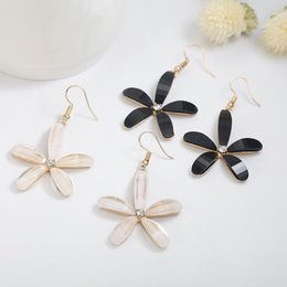 fiori coreani bianchi Sconti 2019 design in stile coreano bellissimo fiore orecchini per le donne nero bianco fiore matrimonio gioielli regalo di fidanzamento