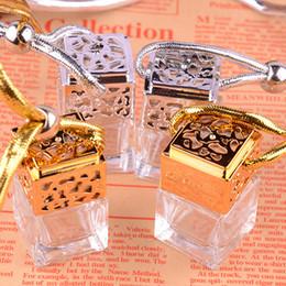 muito bonito Desconto Cubic carro frasco de perfume pendurado perfume rear view jóias ambientador prata perfume de óleo essencial de ouro garrafa de vidro SZ34