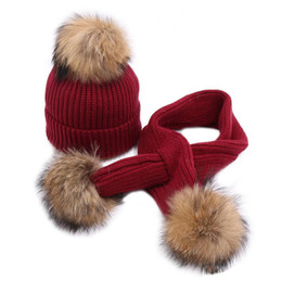 sciarpa anno vecchio Sconti Inverno Bambino lavorato a maglia per bambini Cappello sciarpa Set con 15 cm Vera pelliccia di procione palla Bambino caldo da 1 a 3 anni Bambini Berretti Cappelli Sciarpe vestito
