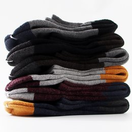 Sonbahar ve kış sıcak erkek çorabı toptan Retro çorap erkek renk yarım daire el yapımı kalın havlu çorap Diğer Damat Aksesuarları nereden