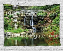 décor de reflets Promotion Collection Japanese Decor, chute d'eau en cascade et étang sous pont, reflets de fleurs dans le motif de l'eau, salon