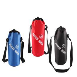 2019 envasado de botellas de agua Bolsa de botella de agua con cordón universal Bolsa de refrigeración aislada de alta capacidad para viajar Camping Senderismo Hervidor de agua Embalaje envasado de botellas de agua baratos