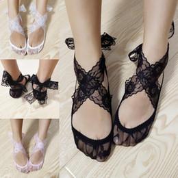 Corbata cruzada con lazo online-Desgaste del verano colorido de encaje zapatos de boda de encaje de lazo cruzado arco calcetines nupciales zapatos de baile para la boda zapatos nupciales envío gratis calcetines de las mujeres adultas