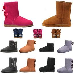 Botas de nieve mujer cool online-Las mujeres de lujo del diseñador Botas Australia Classic WGG botas de nieve de cristal de Bowtie botón de la moda de la castaña fresca azul marino gris niños niñas de arranque