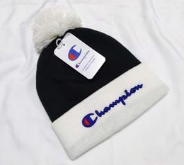 Beanies femininas on-line-marca de inverno homens CANADÁ beanie Moda mulheres Designer Bonnet Casual hip hop tricô crânio Gorros pom-pom tampas hats2 exterior