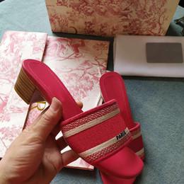 bolsa feminina rosa feminina Desconto Tamanho grande sapatos sizeUS4-11 Top Carta Mulheres Sandálias com Corrigir Flor Caixa de Saco de Pó Designer Deslize Moda Verão Largo Sandálias Chinelo