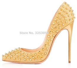 Preços baixos de salto alto on-line-ALMUDENA Barato Baixo Preço Brand New Rebites Bombas de Salto Alto Preço de Venda Rosa Vermelho Ouro Nude Spikes Sapatos de Casamento 12 cm de Salto Alto
