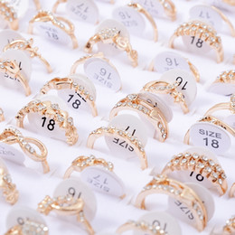 2019 jóias cheias de ouro chinês Lotes por atacado A Granel 50 pcs Anéis Homens Mulheres Unisex Cristal Zircão Anel de Casamento Estilos Variados Anéis de Moda Jóias