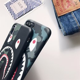 Cordones de camuflaje online-Camuflaje Boca del tiburón Caja del teléfono Cubierta completa Funda suave para iPhone XS Max / XS / X 6 / 6S 7/8 Plus Lanyard Tpu