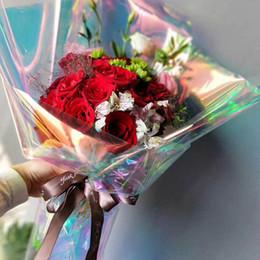 Decorações de casamento em arco-íris on-line-Envoltório de flor iridescente embrulho celofane arco-íris filme presente de Natal embalagem decoração de casamento de aniversário 20 polegada x 10 quintal